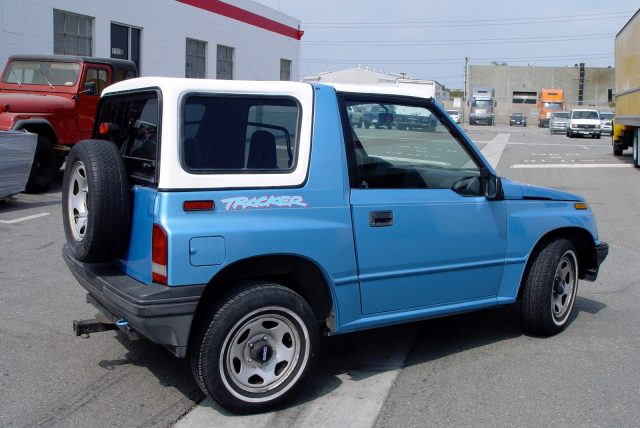 1998 chevy tracker hard top