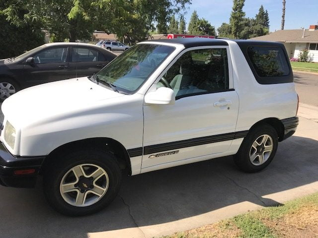 chevy tracker white 2004